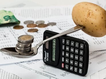ธุรกิจต้องปรับตัวอย่างไร? ในวันที่มูลค่า ตลาด e-Commerce ไทยโตต่อเนื่อง